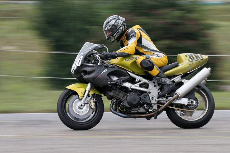 Pictures of TL1000S Race Bike? - TLPlanet Forums
